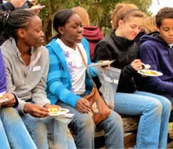 Students enjoy lunch